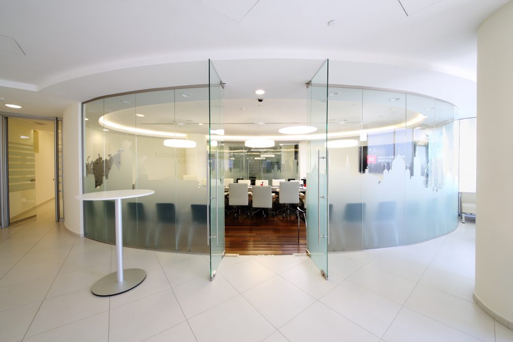 curved glass partitioning