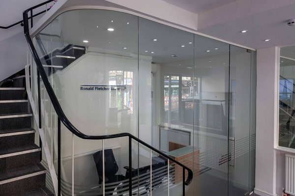 glass-curved-partition